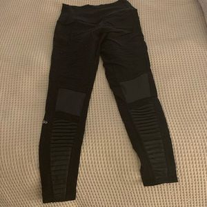 alo black moto leggings